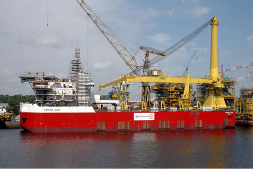 heavy lift special vessel / for pipe laying