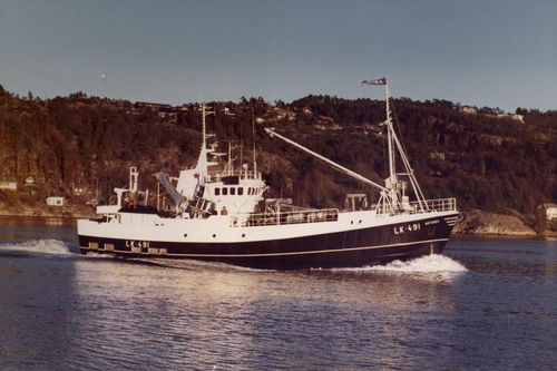fishing trawler commercial fishing vessel