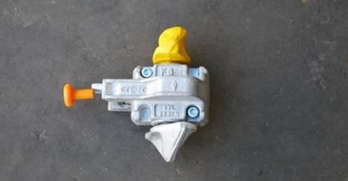 semi-automatic container lashing twist lock