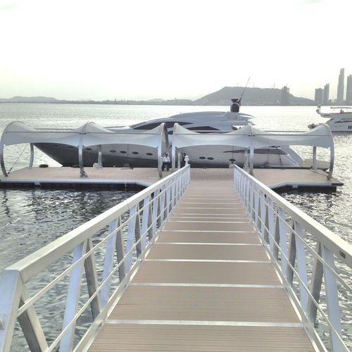 dock gangway / articulated / with handrails / aluminum