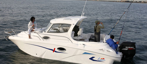 outboard cabin cruiser / with enclosed cockpit / sport-fishing / 6-person max.