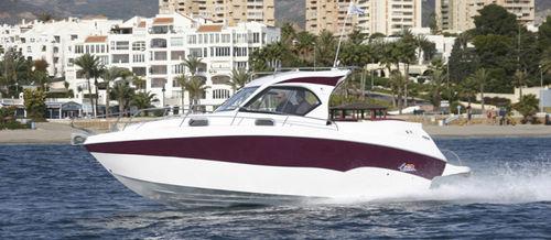 inboard cabin cruiser / twin-engine / hard-top / sport
