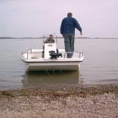 outboard small boat / center console / sport-fishing