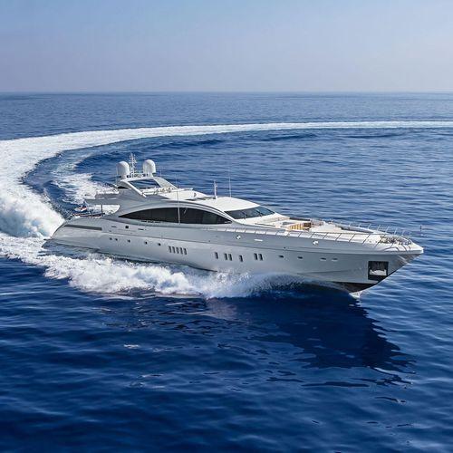 cruising mega-yacht / flybridge / 6-cabin / with swimming pool