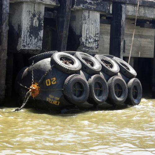 harbor fender / pier / Yokohama / inflatable