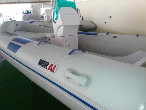 outboard inflatable boat / RIB / center console / 8-person max.