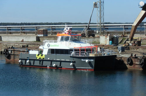 crew boat professional boat / catamaran / inboard / aluminum