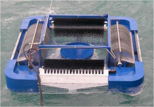 multi-brush oil skimmer