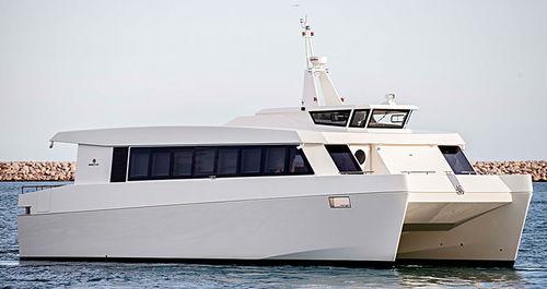 passenger boat / catamaran / inboard