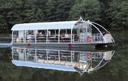sightseeing boat
