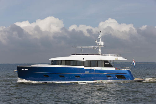 cruising motor yacht / flybridge / displacement hull / 4-cabin