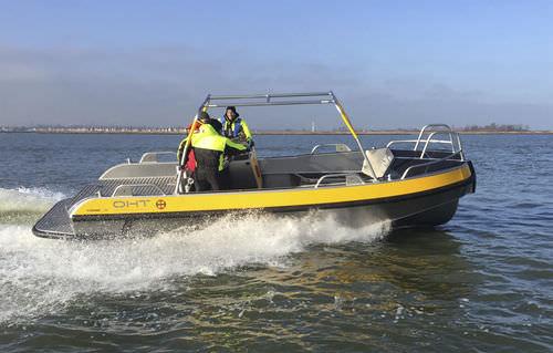 line-handling boat
