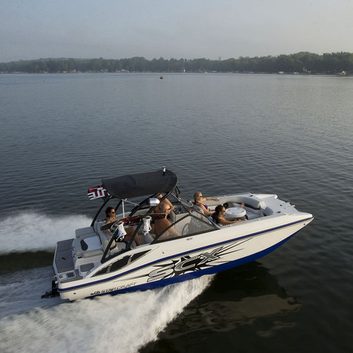 inboard deck boat / wakeboard / 12-person max.
