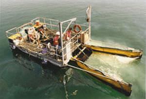 V oil skimmer