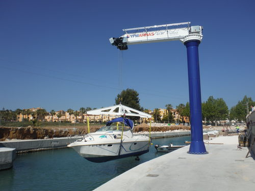 marina crane / pivoting jib / boat handling