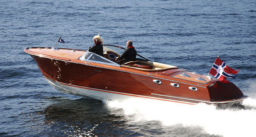 classic runabout / inboard / dual-console / wooden