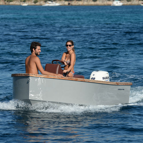 outboard center console boat / yacht tender / 4-person max.