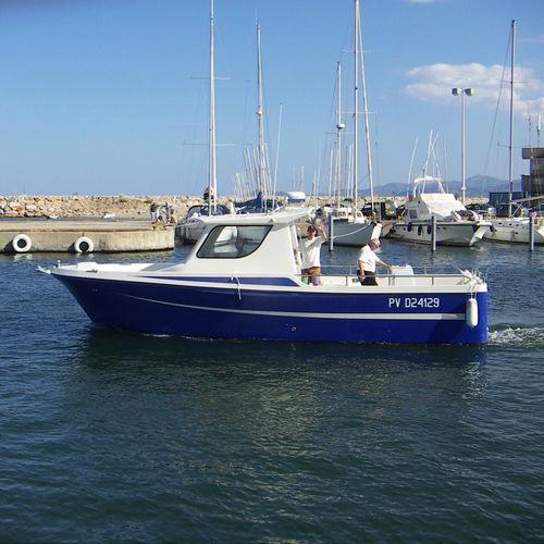inboard walkaround / twin-engine / wheelhouse / sport-fishing
