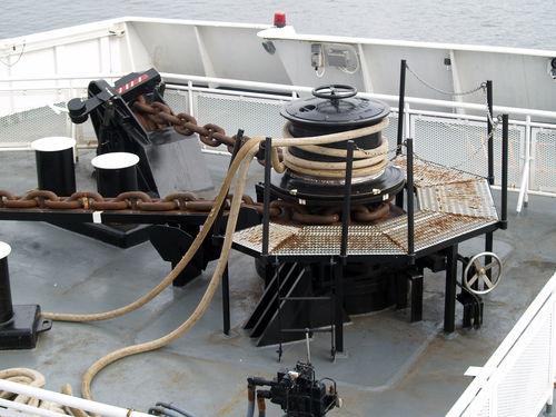 ship capstan / hydraulic / electric