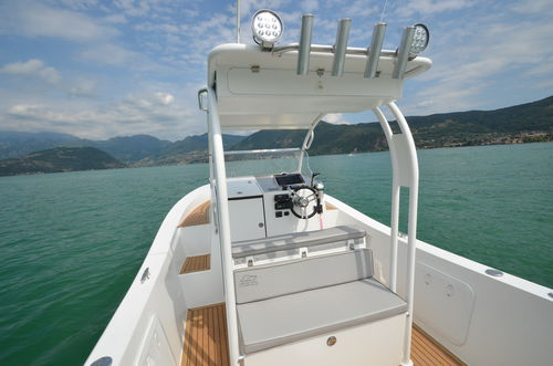 aluminum walkaround / outboard / sport-fishing
