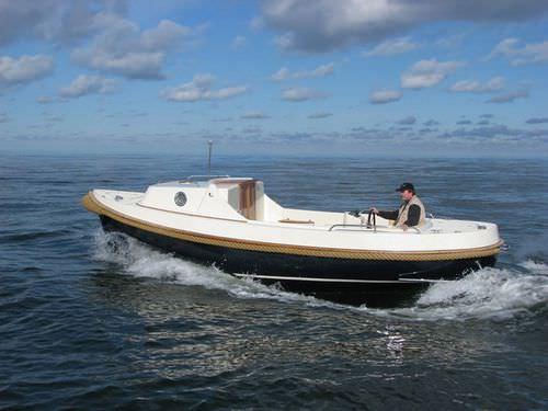 inboard center console boat / 6-person max. / with cabin
