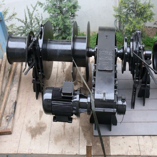 mooring winch / for ships / hydraulic drive / electric drive