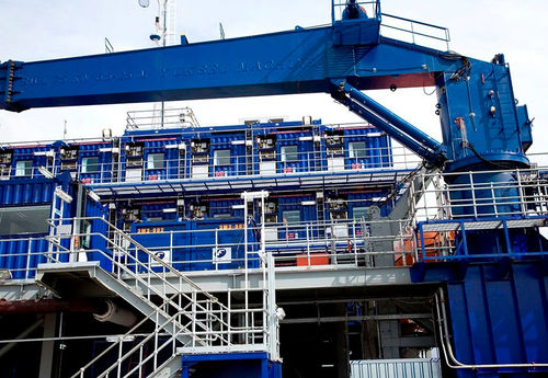 ship crane / deck