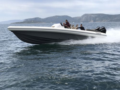inboard inflatable boat / outboard / diesel / twin-engine