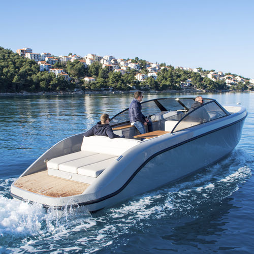 inboard runabout / electric / bowrider / sport