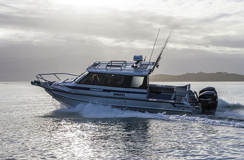 outboard walkaround / twin-engine / with enclosed cockpit / sport-fishing
