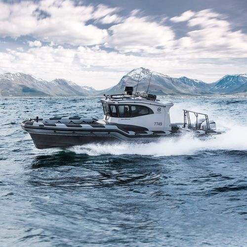 outboard inflatable boat / inboard / twin-engine / triple-engine