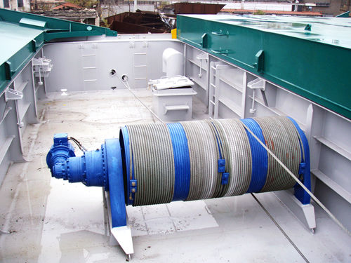 ship winch / towing / hydraulic drive / with spooling device