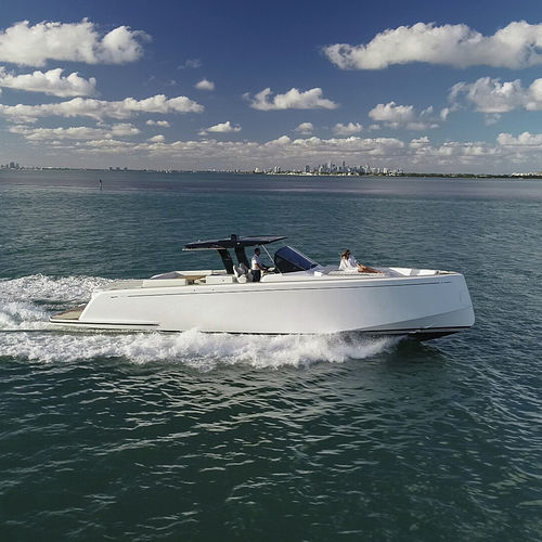 inboard express cruiser / open / sundeck / with T-top