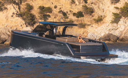 cruising motor yacht / open / center console / IPS