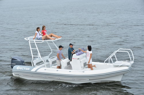 outboard inflatable boat / RIB / center console / dive