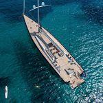 cruising sailing super-yacht / open transom / 3-cabin / sloop