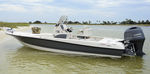 outboard bay boat / center console / sport-fishing / 7-person max.