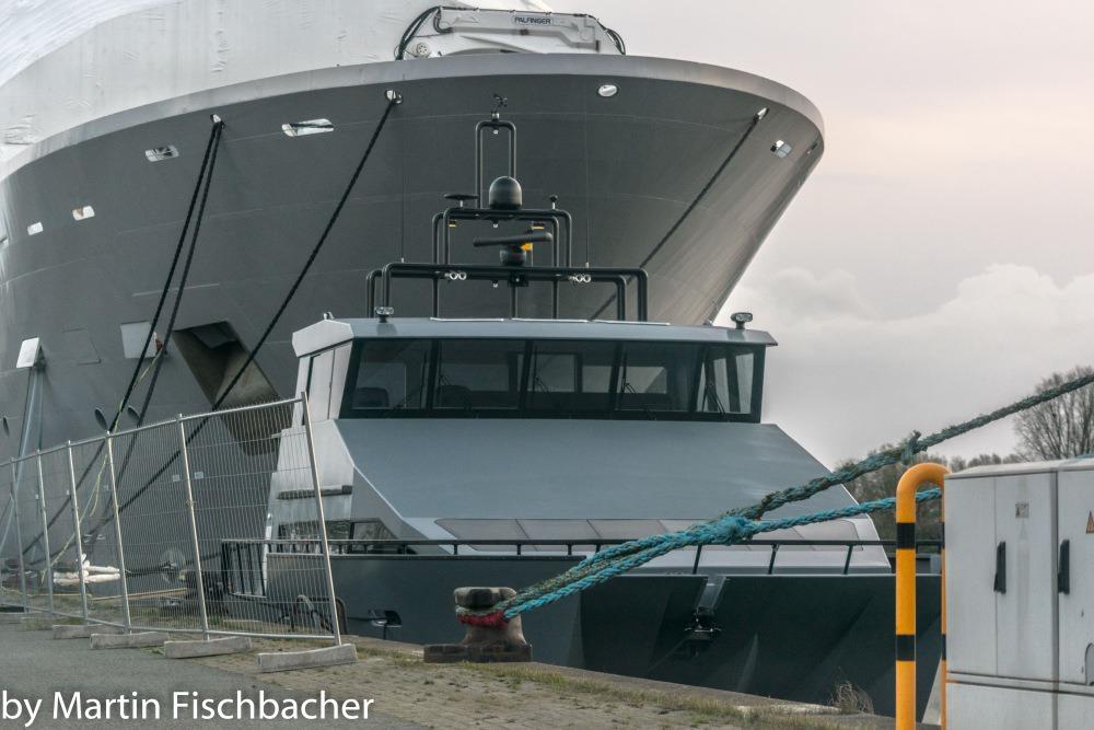 107m explorer superyacht Ulysses receives her tender - Germany