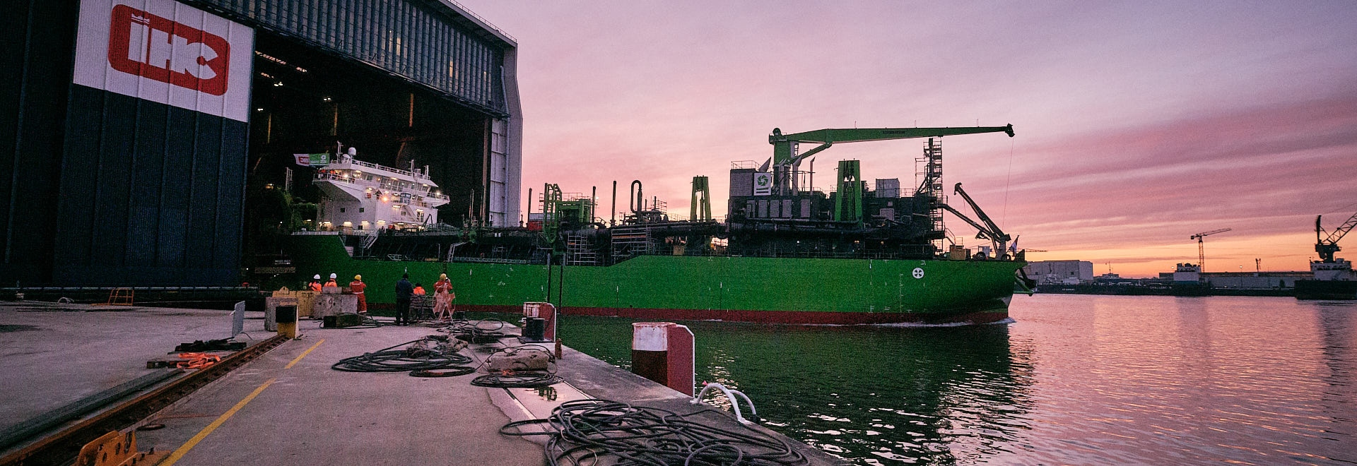 The dual fuel Meuse River features several energy smart technologies developed by DEME and IHC