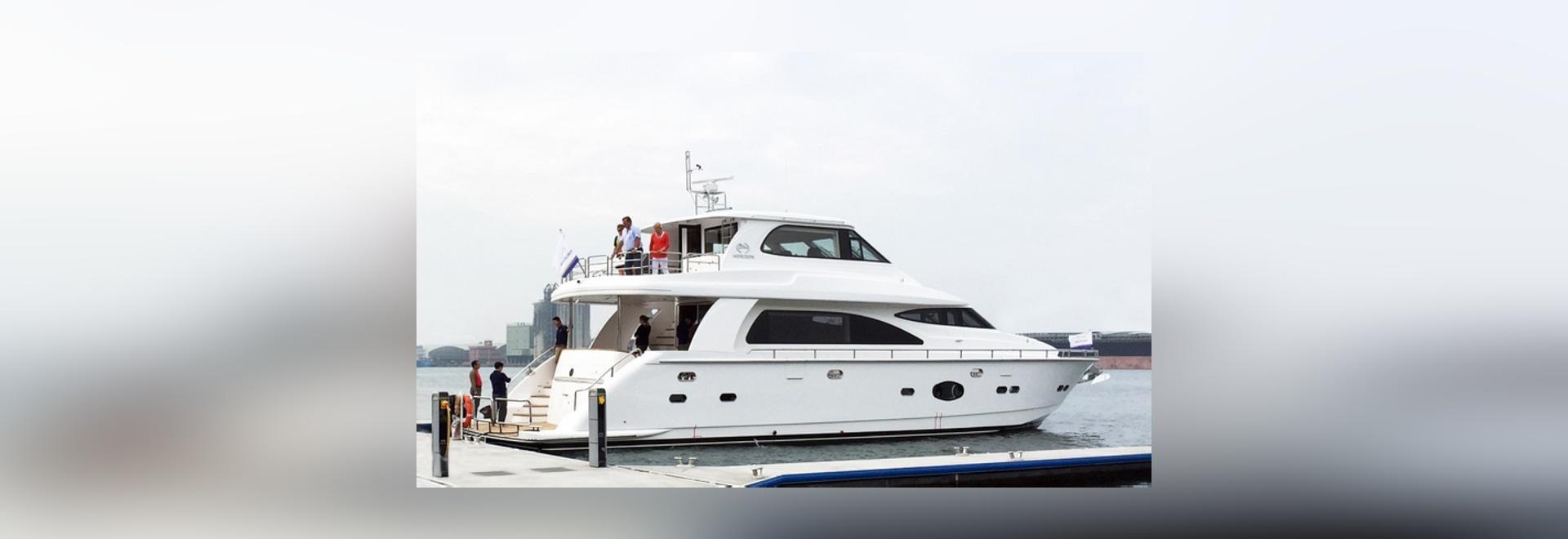 Horizon E73 Yacht JUSTUS under sea trials