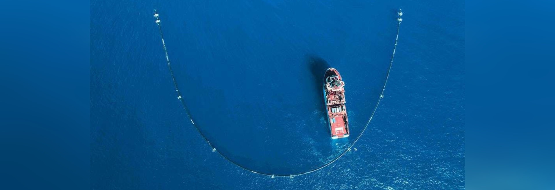 The Ocean Cleanup's system is essentially a 600-meter (2,000-ft) U-shaped barrier that floats on the ocean's surface with a skirt dangling below(Credit: The Ocean Cleanup Project)