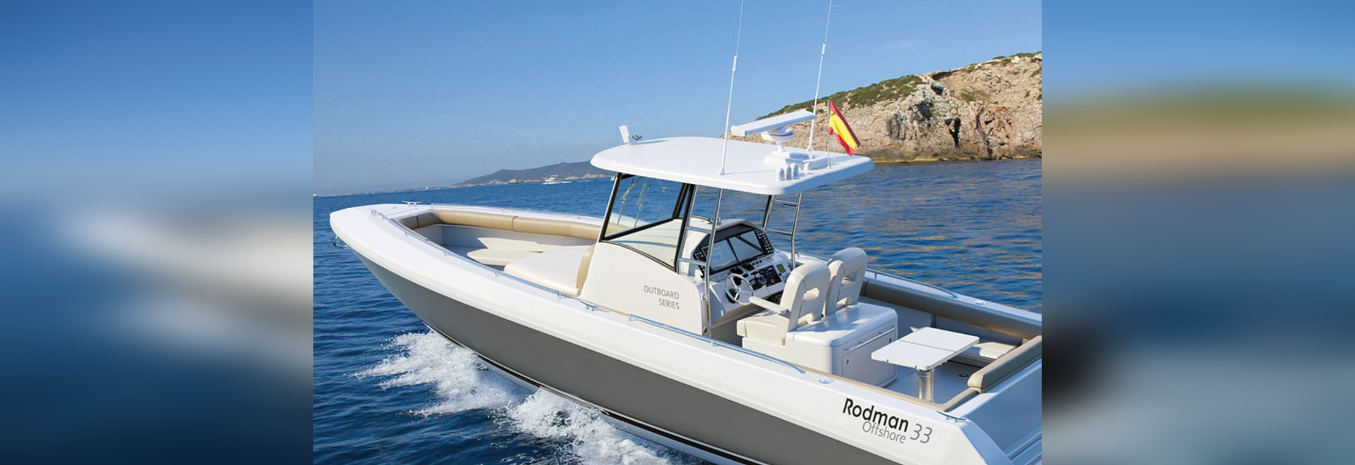 The twin 350hp option whips along at 45 knots