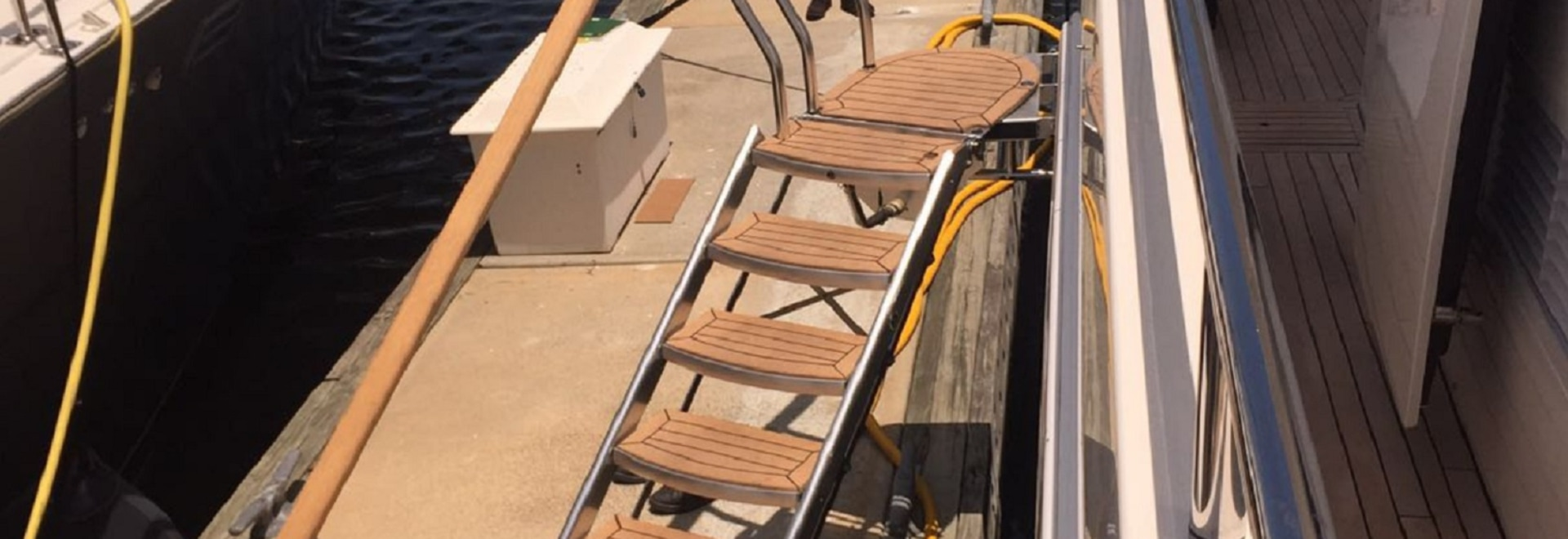 UMT Aluminum Boarding Stairs with Swivel Platform & Removable Chocks