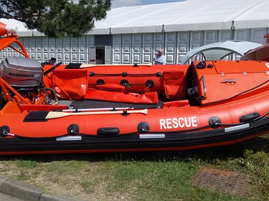 Delta's 480 rescue RIB has a folding A-frame so it can pass under low bridges
