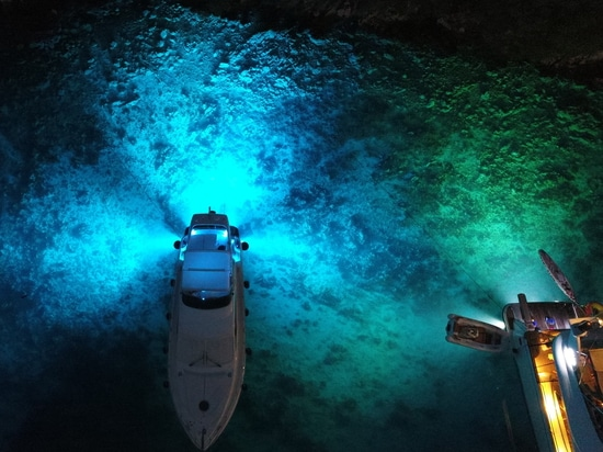 Which color combination of underwater lights should you choose?