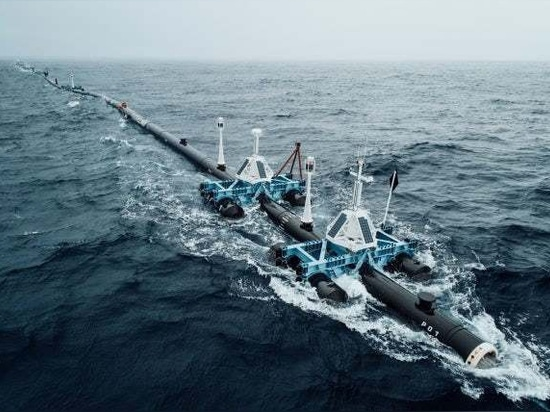 An earlier version of the Ocean Cleanup's system used large stabilizing frames(Credit: The Ocean Cleanup Project)