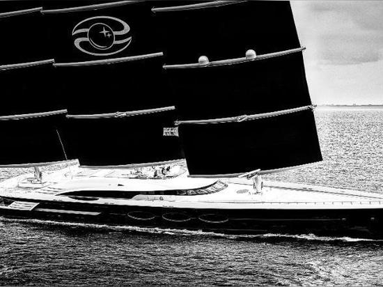 The Black Pearl at sea.