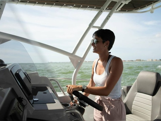 The skipper and a companion get two comfy pedestal chairs behind a tidy dash with a 12-inch Garmin display.