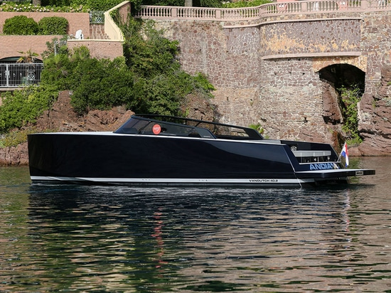 The VanDutch 40.2 launched last year as a celebration of the successful model; VanDutch built 163 of them since 2008.