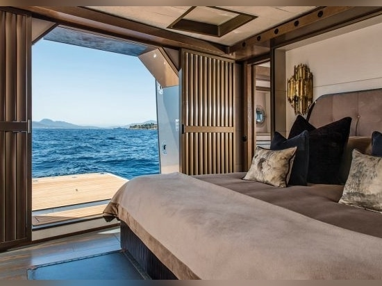 Spectacular views and direct access to the sea from the owner's suite via a starboard opening